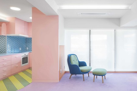 ¿Te gustan las casas llenas de color? Descubre este piso sandía en Tokio
