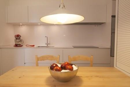 Potenciando la luz natural y creando un ambiente acogedor en la cocina