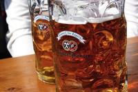Las 'gafas de cerveza' o por qué vemos más atractiva a la gente cuando bebemos alcohol