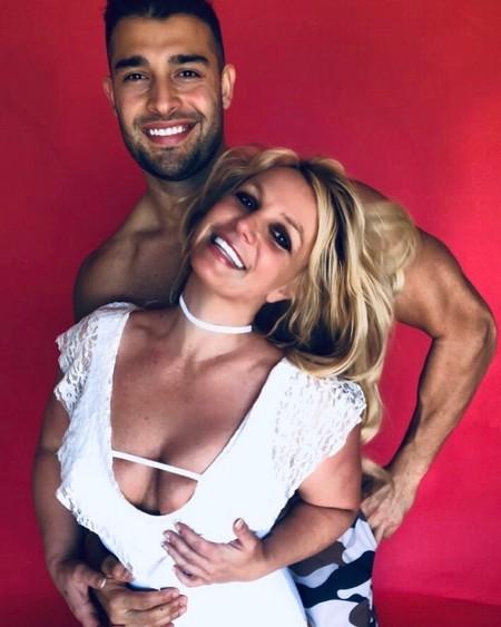 Yoga, cardio y pesas en pareja: el entrenamiento con el que Britney Spears se mantiene en forma junto a su novio sin salir de casa