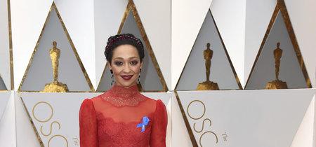 ¿Por qué llevaban las celebrities un lazo azul en sus impecables y muy pensados looks?