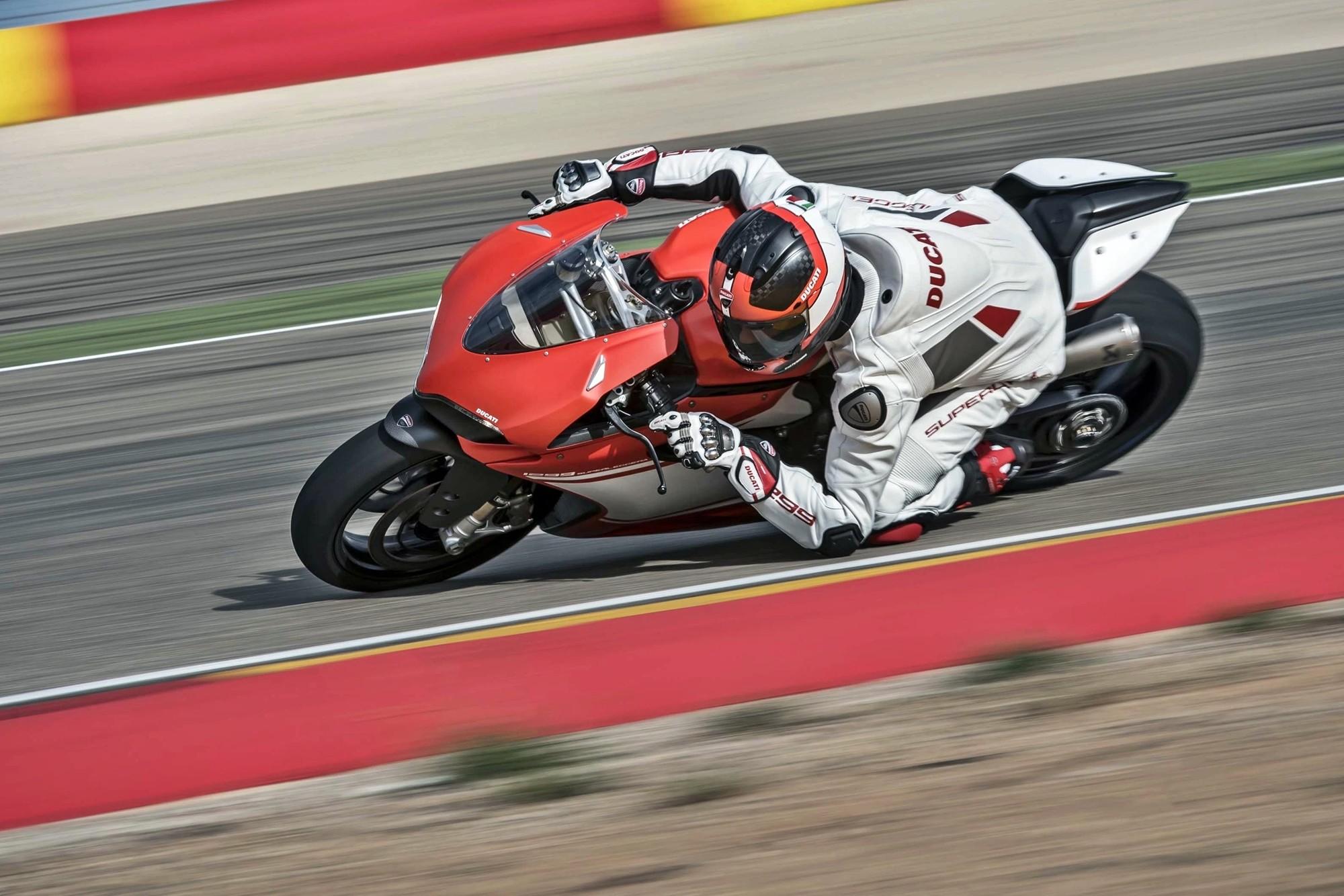 Foto de Ducati 1299 Superleggera (17/22)