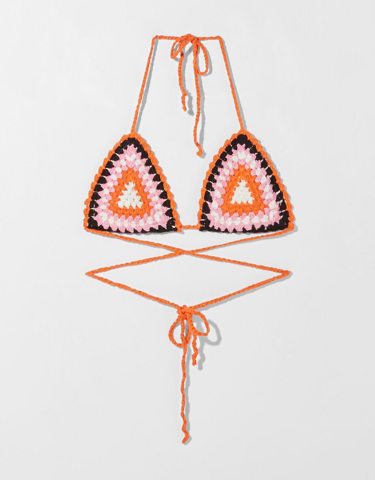 Bralette en forma de triángulo de crochet.