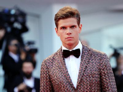 Alessandro Egger hizo perfecto match en su look durante el Festival de Cine de Venecia