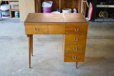 Antes y después: de mesa de coser a tocador de ensueño