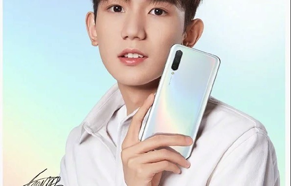 Xiaomi CC9 can be seen in pictures of official press, white in color, and without jack headphones