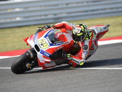 Andrea Iannone finalmente no correrá en Misano, aunque ni los médicos se ponen de acuerdo