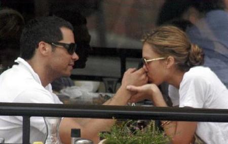 Jessica Alba vuelve con su novio
