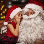 Los niños que han descubierto la verdad sobre los regalos de Navidad, pero siguen el juego