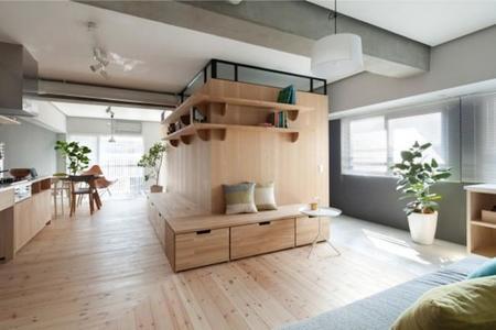 Puertas abiertas: separando hasta once ambientes, en un pequeño apartamento, con madera