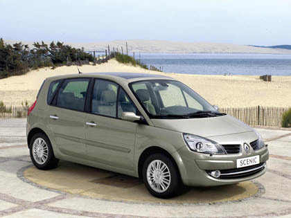 renault_grand_scenic_ext_1.jpg