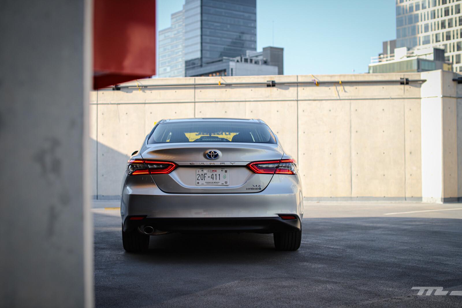 Foto de Toyota Camry Hybrid 2021 (18/38)
