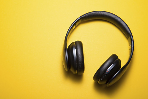 Cinco aplicaciones para saber la letra de las canciones que están sonando