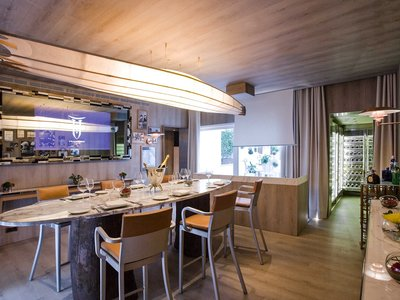 Inspiración japonesa y eclecticismo en Villa Torii, con diseño de Philippe Starck