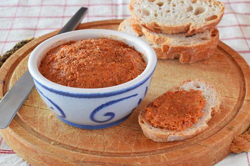 Sobrasada crudivegana o crema untable de tomates secos: receta saludable para aperitivos, bocadillos y sándwiches
