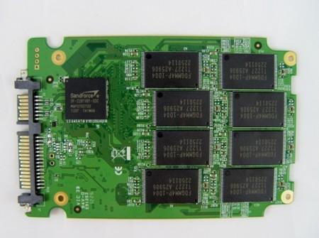 Ejemplo de placa SSD SATA en formato 2,5 pulgadas