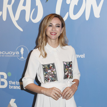 Marta Hazas luce el vestido camisero de color blanco perfecto para cualquier comunión o bautizo