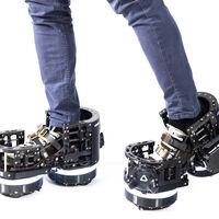 Estas zapatillas del futuro pueden acabar de dos formas: o revolucionan la realidad virtual o hacen que más de uno se abra la crisma