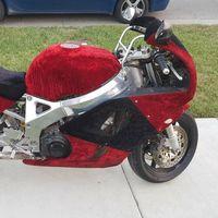Hoy, en motos horribles que puedes comprar: Honda CBR 900 RR de 1995 forrada de terciopelo por 2.500 dólares
