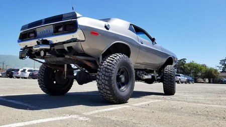Dodge Challenger 1972 4x4 monster truck