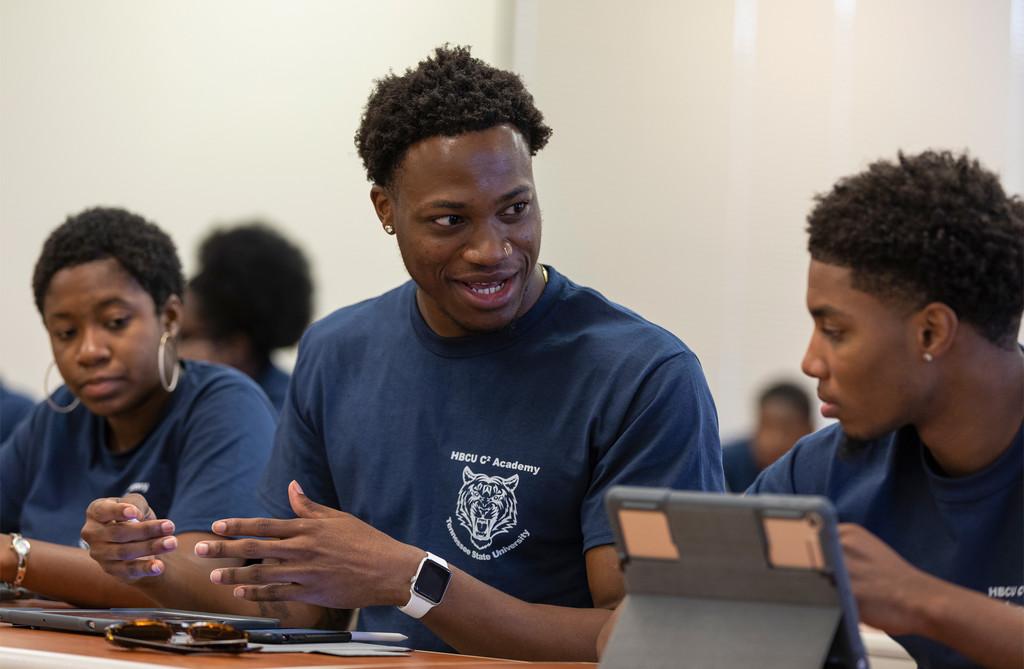 Apple se alía con HBCU para llevar las oportunidades de aprendizaje de desarrollo de software a más comunidades