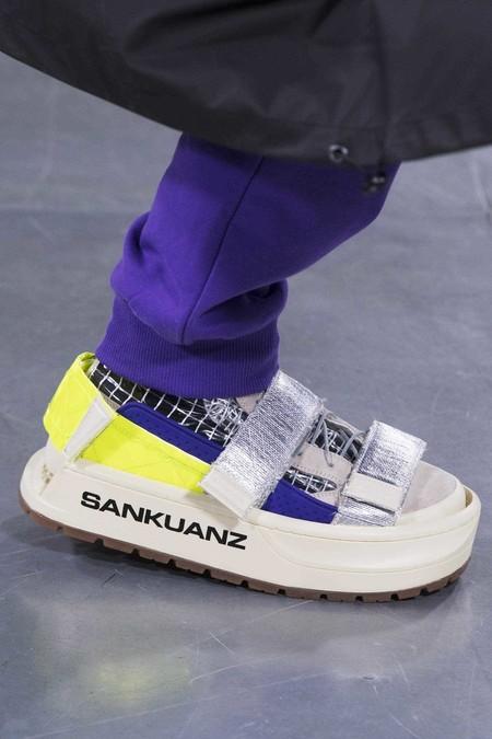 La fusión de sneakers y sandalias se convierten en la primera gran tendencia de calzado del año
