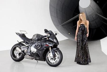 La BMW S1000RR y Leslie Porterfiel, continúa la agresiva campaña de publicidad