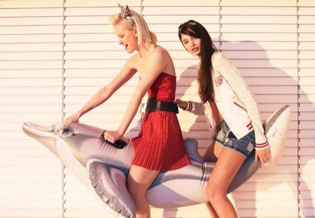 Bershka, catálogo Primavera-Verano 2011 vestido strapless