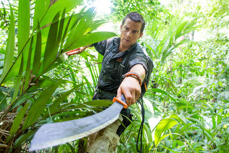 Bear Grylls y Dominic Monaghan, dos aventureros extremos en Discovery Max