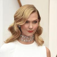 Karlie Kloss se apunta a la moda de los vestidos de novia en la 'red carpet' en los Oscar 2017