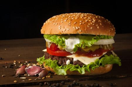 """McDonald's anuncia la McPlant, su """"hamburguesa hecha a base de plantas"""" diseñada junto a Beyond Meat"""