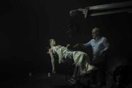 David Fincher y Rosamund Pike en el set de Perdida