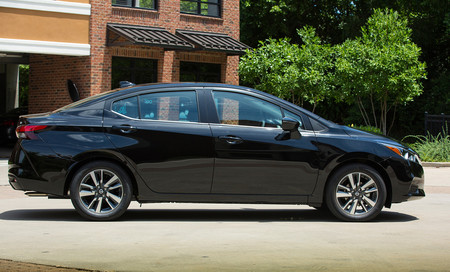 Nissan Versa 2020 9