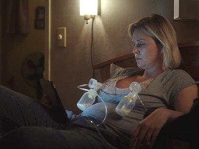 La realidad de una madre agotada y la importancia de pedir ayuda en 'Tully', la próxima película de Charlize Theron