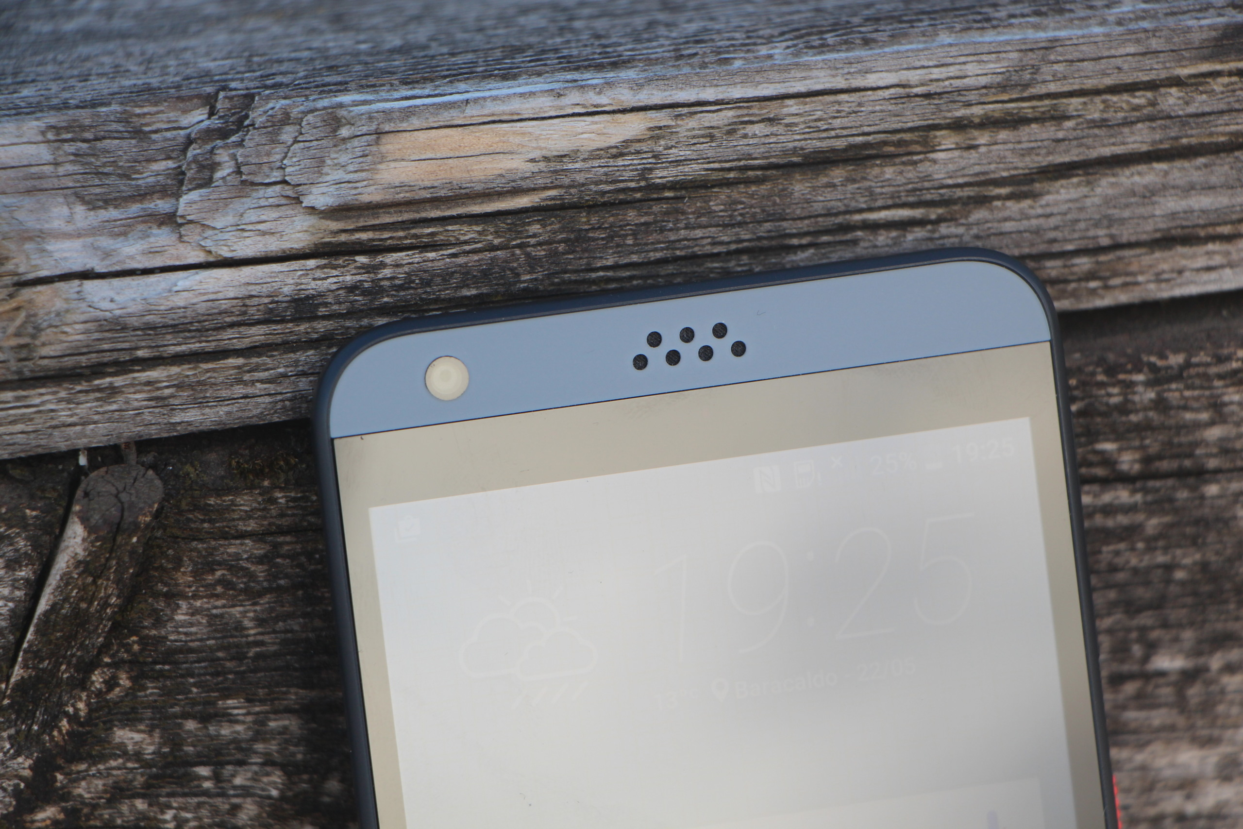 Foto de HTC Desire 530, diseño (1/6)