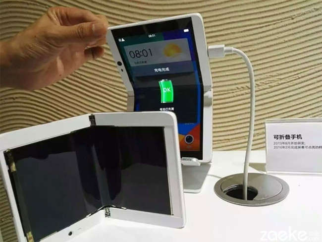 Este prototipo de smartphone plegable de Oppo podría ser el regreso del diseño tipo concha