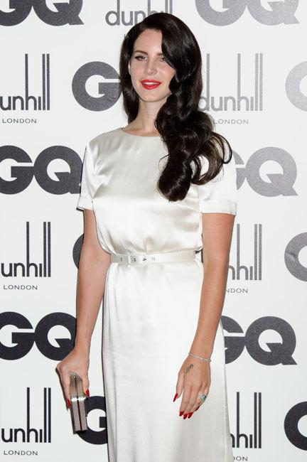 Lana del Rey se pasa al lado oscuro... y por el camino, posa para Vogue