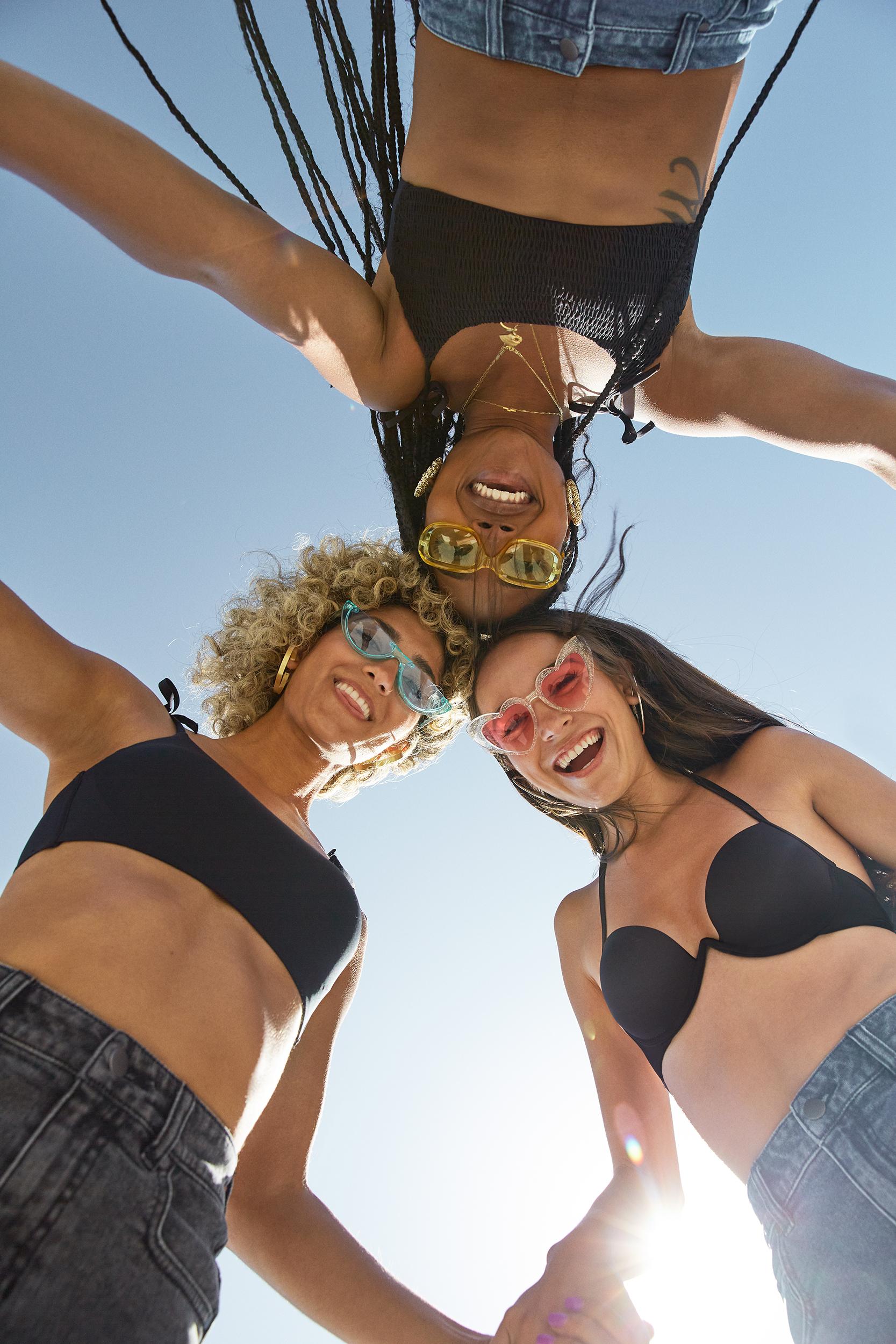 Top de bikini push-up negro en microfibra reciclada