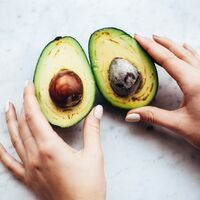 Incluir el aguacate de manera habitual en nuestra dieta podría ayudarnos a tener una mejor salud intestinal, según la ciencia