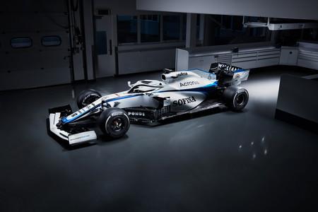 Williams muestra la nueva decoración de su coche después de que Mercedes le robase la publicidad de ROKiT
