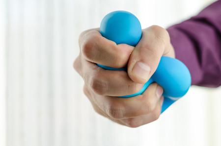 Todo lo que debes saber sobre los tics nerviosos: qué son, cuáles son sus causas y cómo se tratan