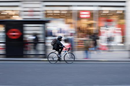 ¿Casco obligatorio para ciclistas urbanos? Nueva York ya lo baraja, y puede ser contraproducente