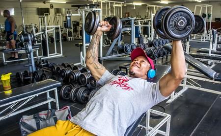 Consigue unos brazos grandes en el gimnasio: una rutina para incluir en tu plan de entrenamiento