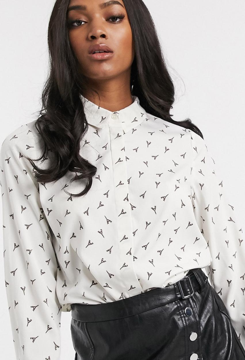 Camisa en blanco con estampado de la torre Eiffel de Vero Moda