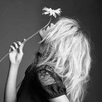 La última colaboración del año llega a ritmo de rock: Courtney Love for Nasty Gal