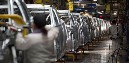 El Grupo PSA e Iveco reanudan su producción y el sector del automóvil rueda de nuevo al completo en España