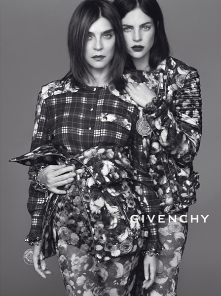 """Los valores familiares, el """"leit motiv"""" en torno al cual gira la última campaña de Riccardo Tisci para Givenchy"""