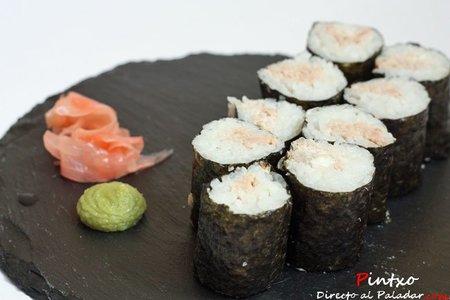 Sushi de atún, cebolla dulce y crema de queso. Receta