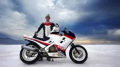 Ride Apart: Jamie Robinson, a Bonneville con una moto de 230 euros