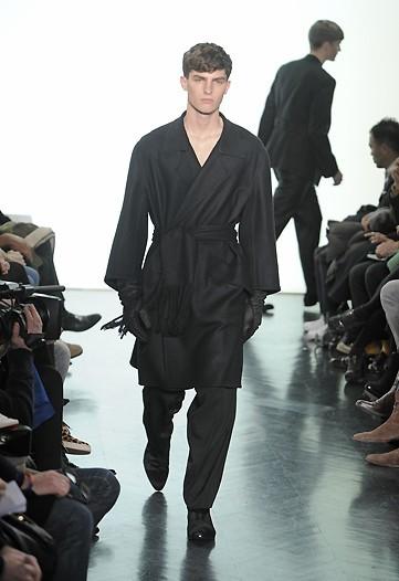Foto de Yves Saint Laurent, Otoño-Invierno 2010/2011 en la Semana de la Moda de París (13/13)